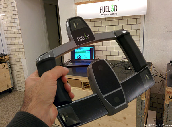 3D scanner Fuel3D, in hand