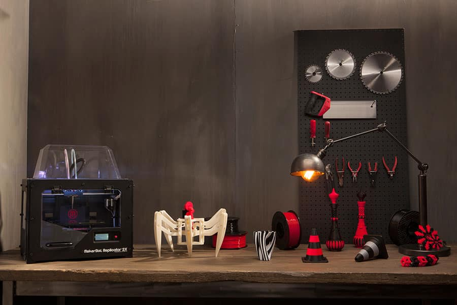 3D printer Makerbot Replicator 2X with 3Dprinted objects