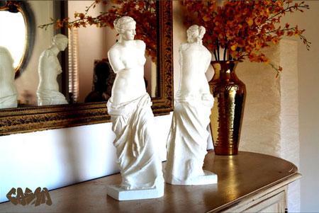 Deux statues de la vénus de Milo imprimées en 3D grâce au fichiers présents sur Thingiverse.