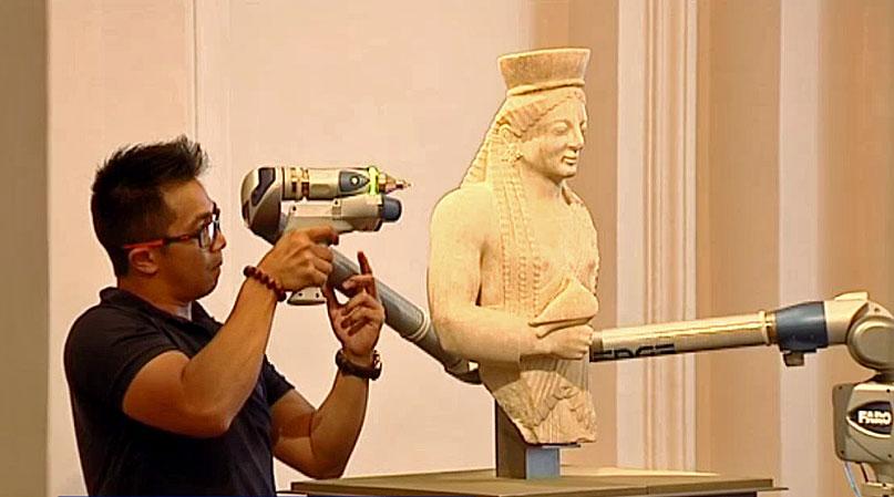 A member of Arskan scanning in 3D a statue with the 3D scanner FaroArm.