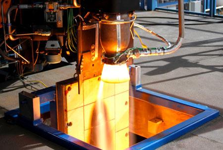 Un moteur de la fusée possédant la valve à oxygène imprimée en 3D en phase de test.