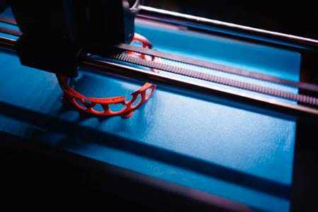 A Makerbot 3D printer building a custom bracelet. The use of 3D printing in jewelry.