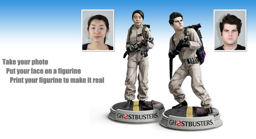 Deux avatars personnels imprimés par le service 3DMe de Cubify à partir de photos téléchargées en ligne.