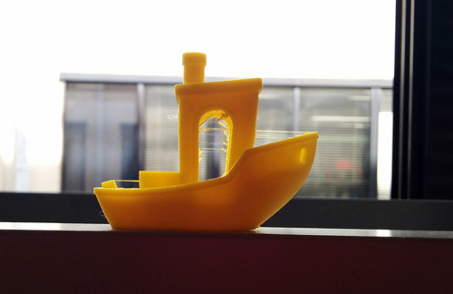 Benchy 3D printed with Voltivo ExcelFil PLA at 100 microns resolution. Even if the quality is good, some extra threads need to be removed.