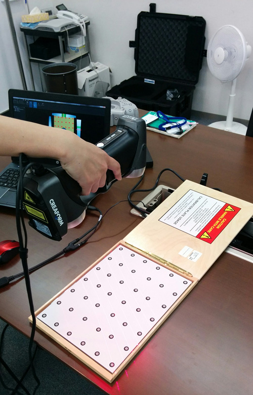 Calibration process of the Creaform HandySCAN 700.