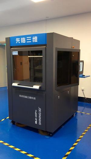 The Shining 3D iSLA 650Pro SLA 3D printer.