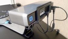 Connectivité et bouton de mise en route du scanner 3D.