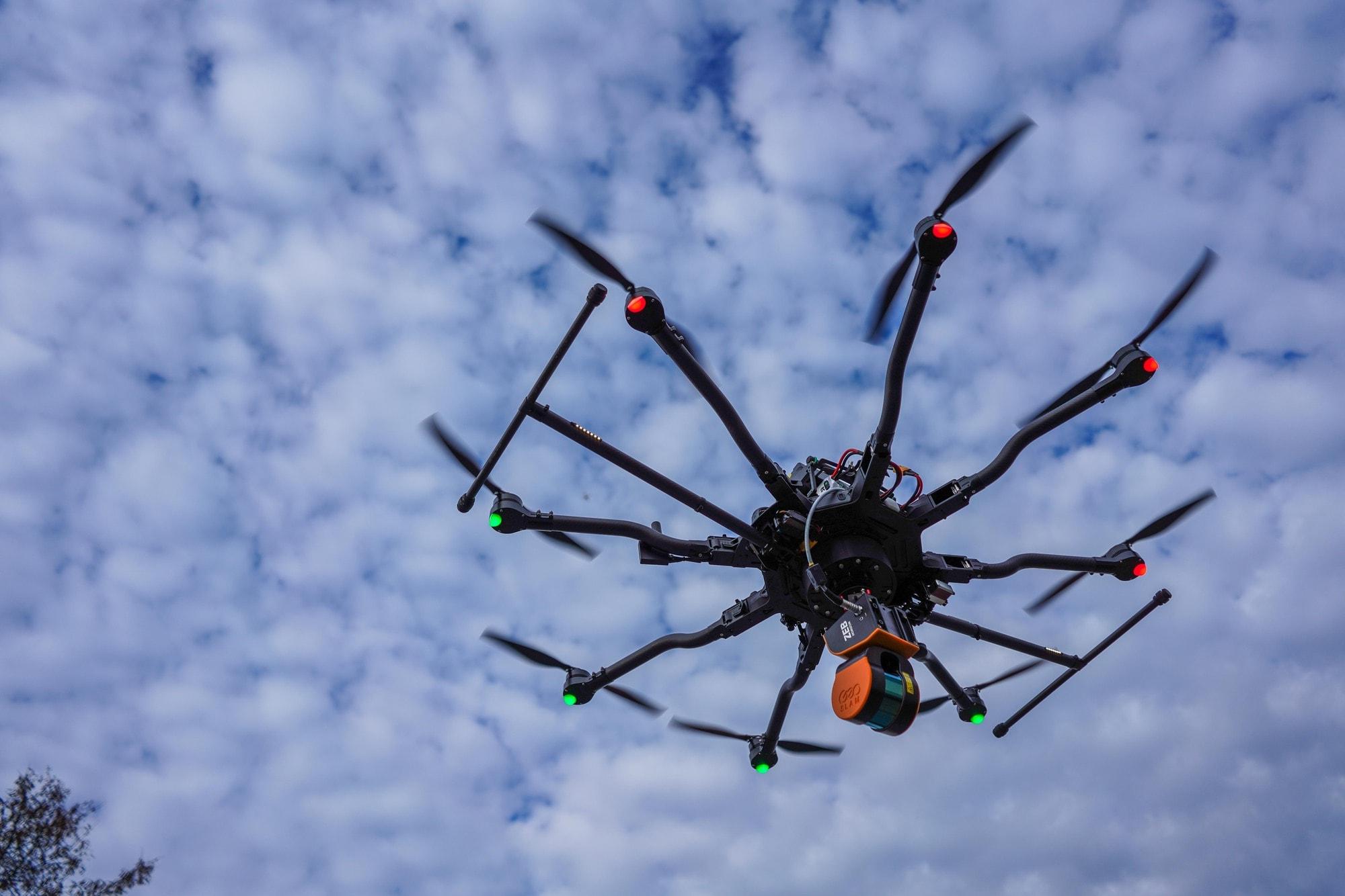 Scanner 3D SLAM LiDAR monté sur un drone