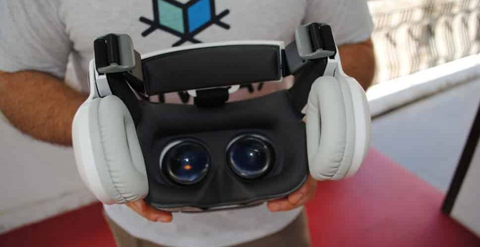 BOBOVR Z5 review: an affordable VR headset for smartphone