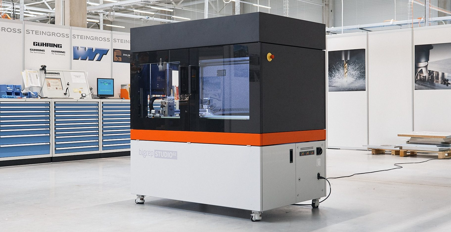 Large format 3D printers for professionals